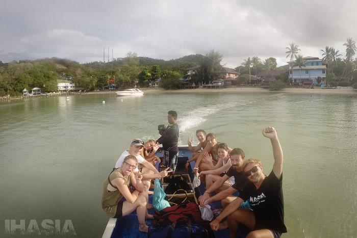 Otro viajecito de la playa a la barca con toda la tropa