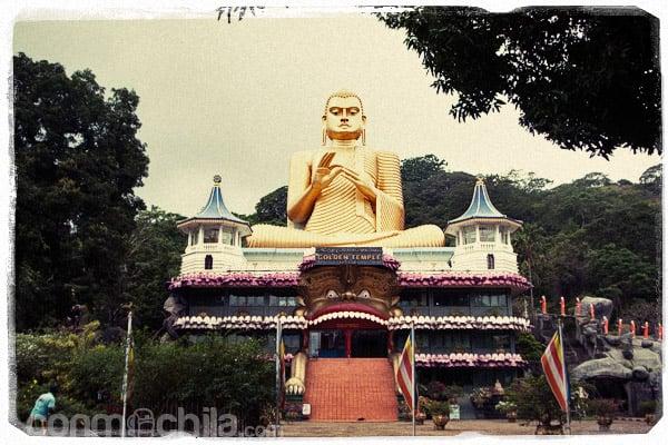 El pedazo de Buda esperándonos a la puerta