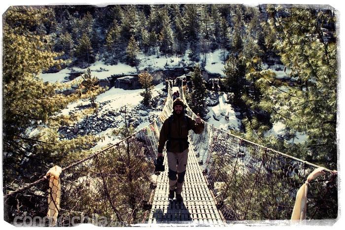 Toni en uno de los muchos puentes