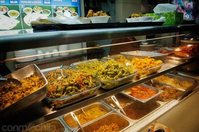 Mostrador con comida india