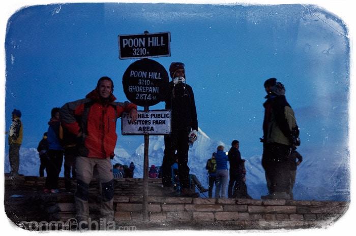 Toni en la señal del Poon Hill