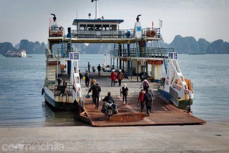Subiendo la moto al ferry