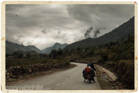 A 34km de Sapa con las nubes amenazantes