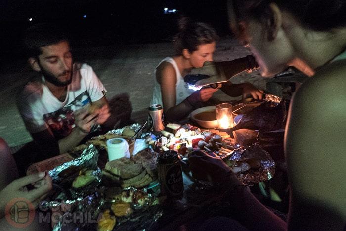 Cenando en la playa