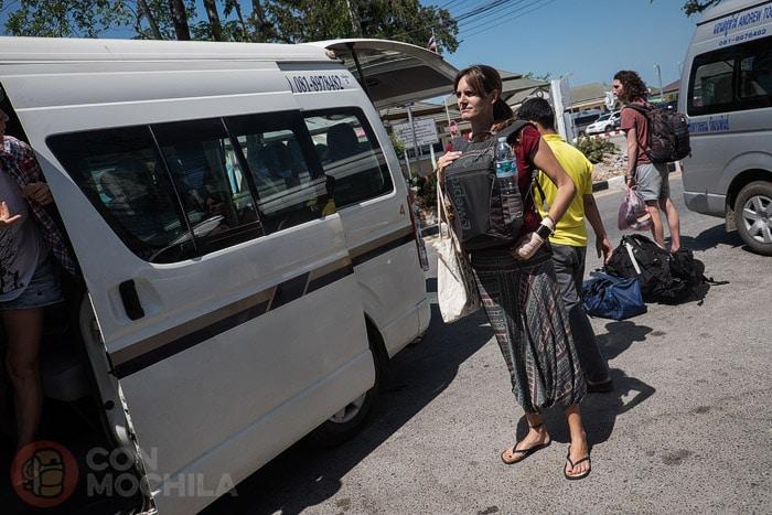 Llegada a Pak Bara con la minivan