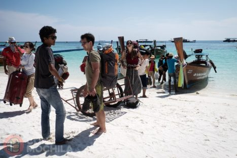 Pisando la blanca arena de la isla