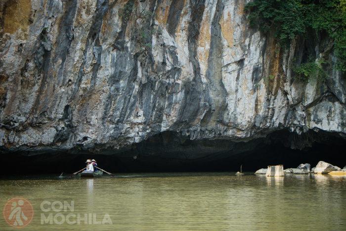 La entrada a una de las cuevas