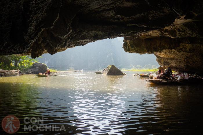 Espectacular vista desde el interior de una cueva