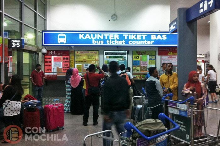 Mostrador para comprar los tickets de la KLIA
