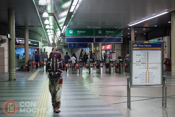 La estación cercana a Chinatown: Plaza Rakyat