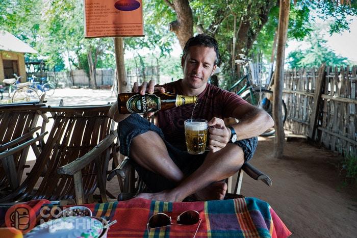 Disfrutando de la cerveza bien fría...