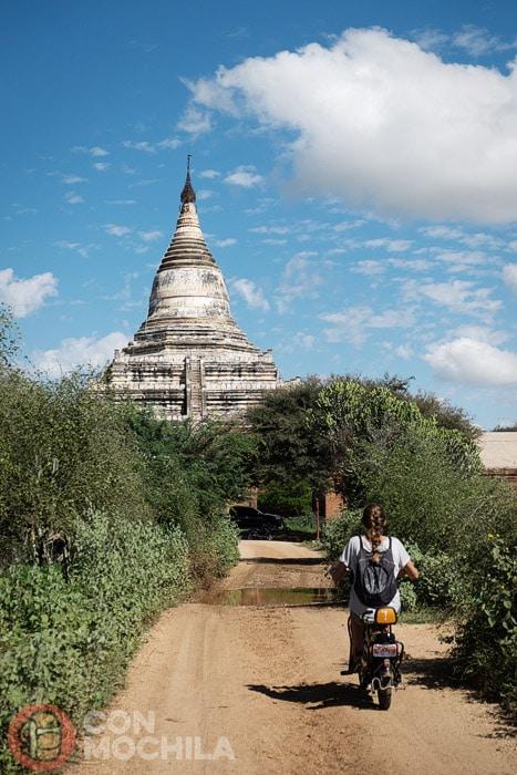 Camino de uno de los templos