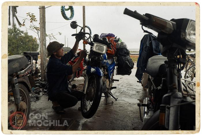 El primer mecánico que se puso con la moto
