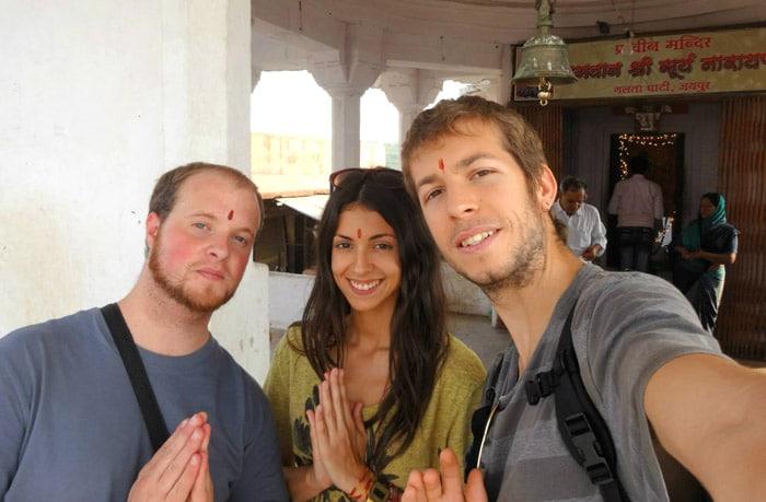 Itinerario de viaje a India: Mochileros en el templo de los monos de Jaipur