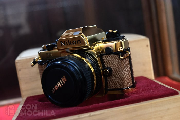 Una Nikon bañada en oro...