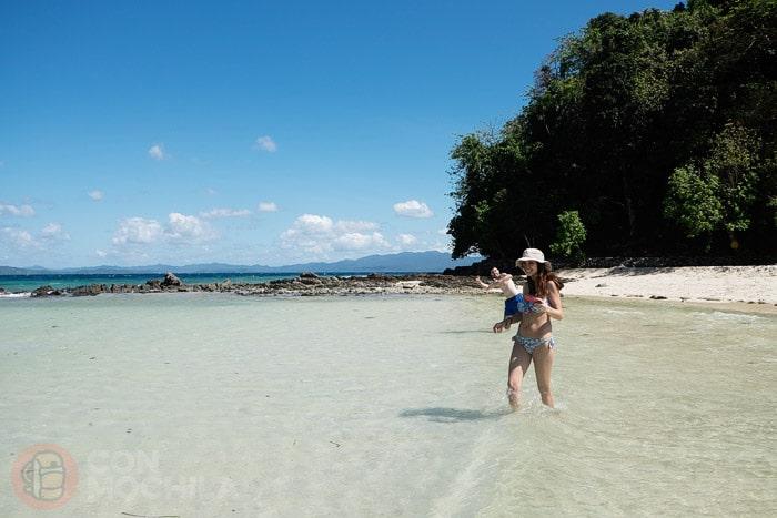 Nuestros amigos Noelia y Damián disfrutando de la playa
