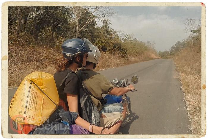 Siguiendo en ruta por una carretera desértica