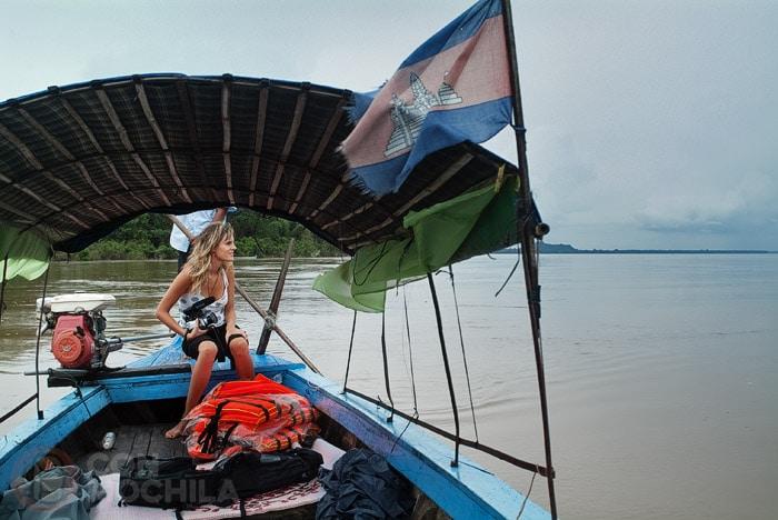 Itinerario de viaje a Camboya: Carme en el Mekong en busca de los delfines Irrawaddy