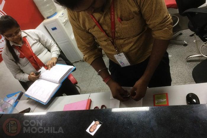 Haciendo el registro de la tarjeta SIM con internet en India
