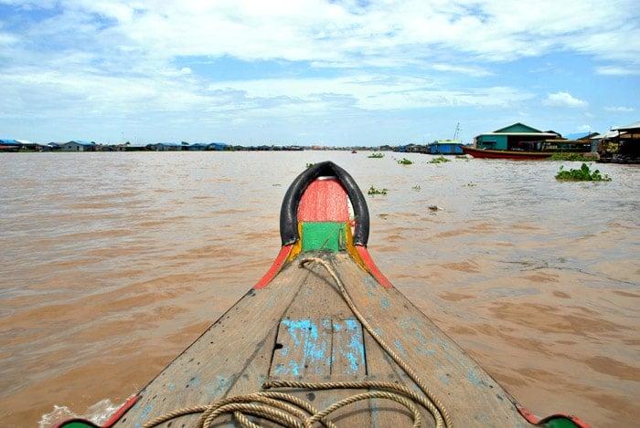 itinerario de viaje a Camboya. Recorriendo los pueblos flotantes de Kampong Chhnang, bajo un sol abrasador