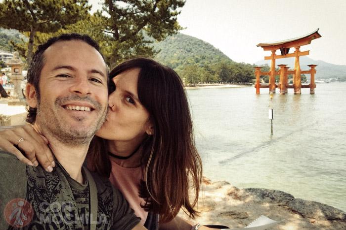 Itinerario de viaje a Japón: Junto al famoso torii flotante de Miyajima