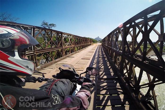 Uno de los tramos de la carretera, puentes sobre ríos incluido