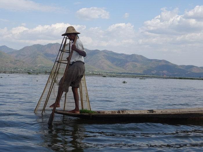 Itinerario de viaje a Myanmar: Pescador en el Lago Inle. Tuvimos la suerte de verlo pescar!!!!!