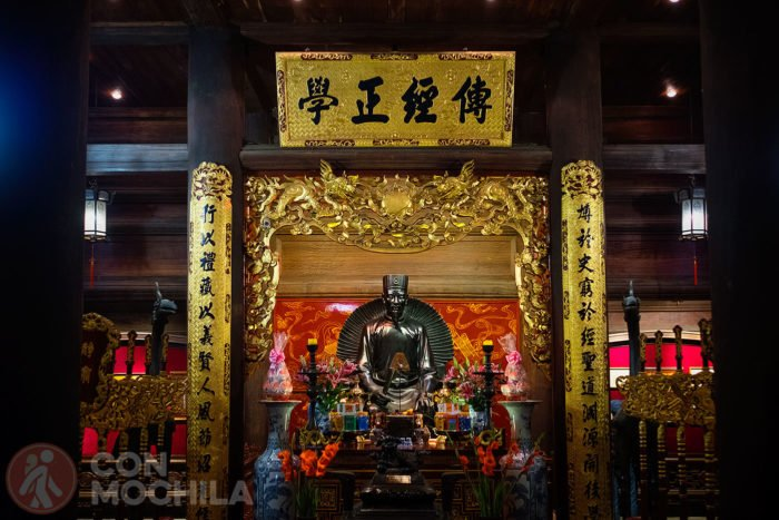 Altar dedicado a Chu Văn An , rector de la academia imperial