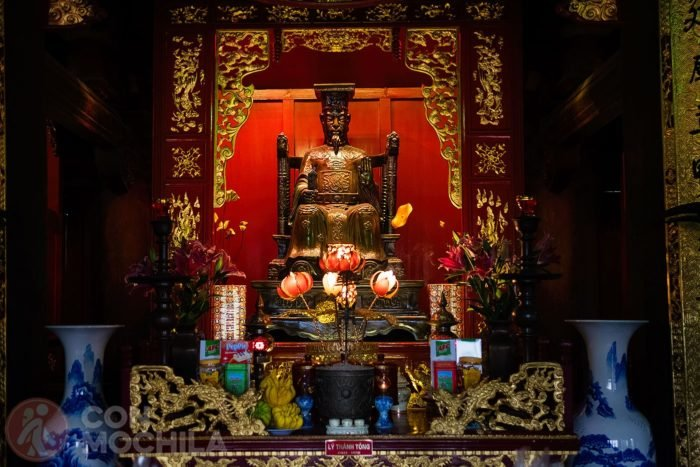 Estatua del monarca Lý Thánh Tông