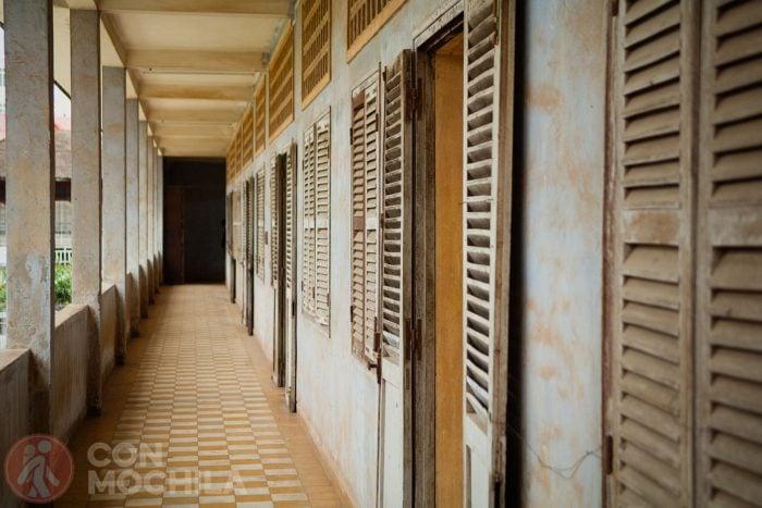 Los pasillos del antiguo instituto S-21