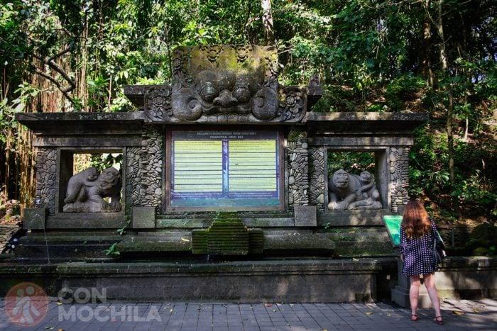 Estatua de bienvenida al Sacred Monkey Forest Sanctuary