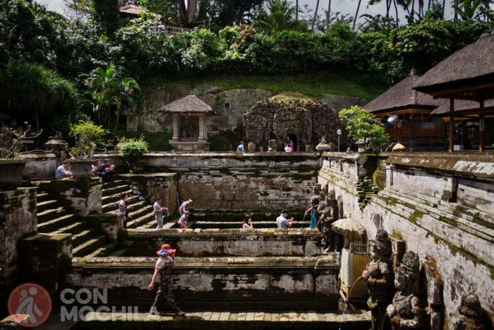 La piscina de nuevo con la Cueva del Elefante al fondo