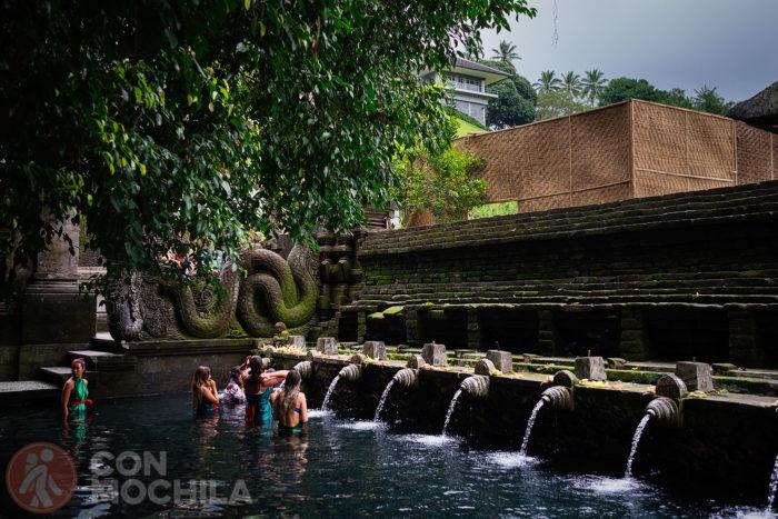 La piscina más famosa del templo de Pura Tirta Empul