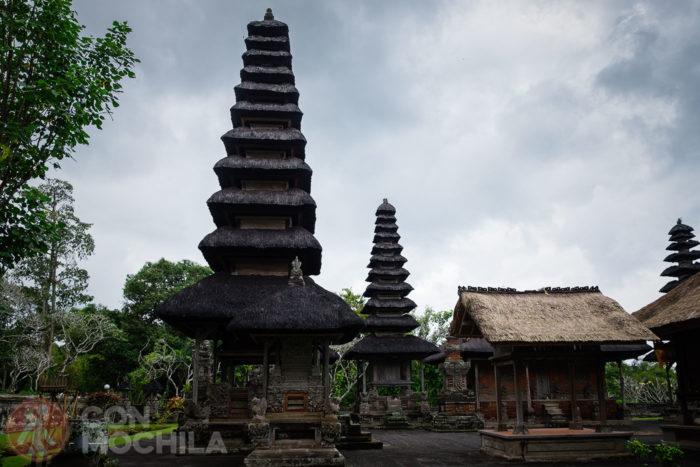 El templo con sus formas características