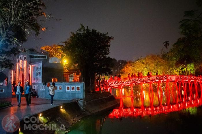"""El puente Huc """"puente del sol naciente"""" de noche"""