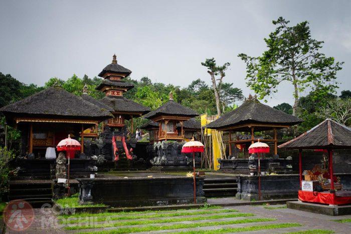 Uno de los patios del templo