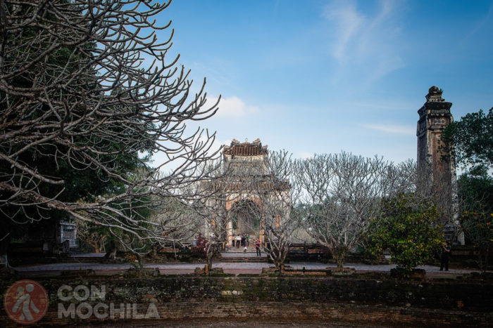 Otra vista del pabellón desde la tumba de Tu Duc
