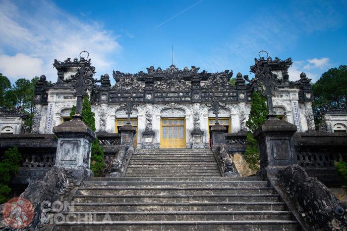 Últimas escaleras de llegada a la tumba