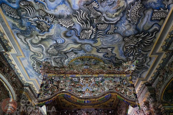 Detalle de los dragones del techo