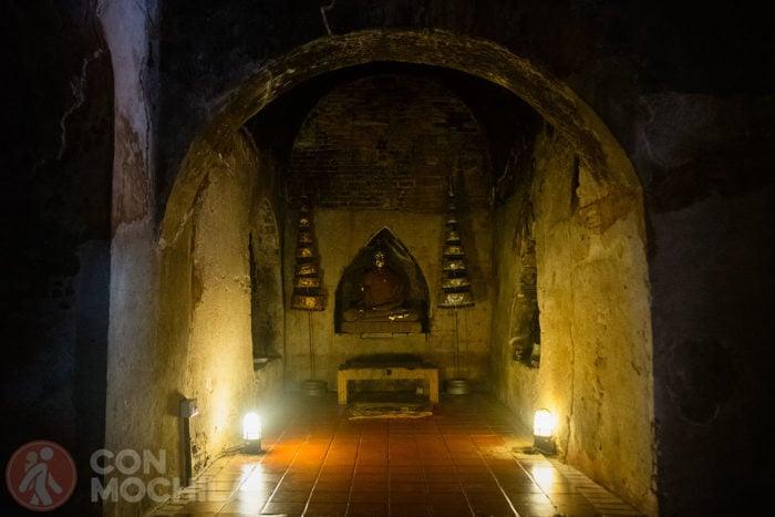 Los famosos túneles del Wat Umong