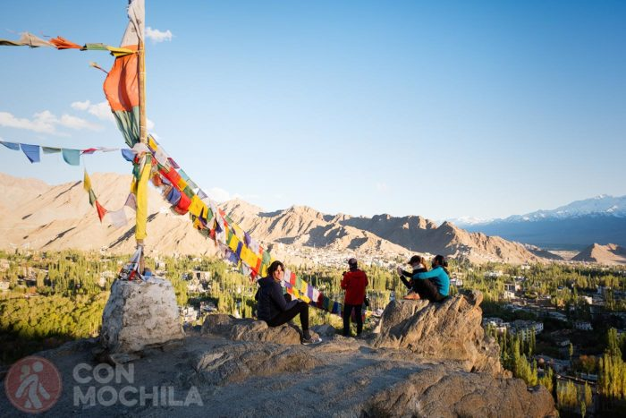 Subiendo a la Shanti Stupa