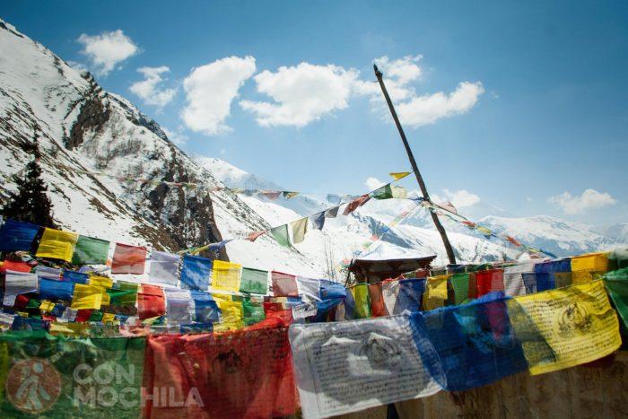 Banderas de oración llegando a Muktinath