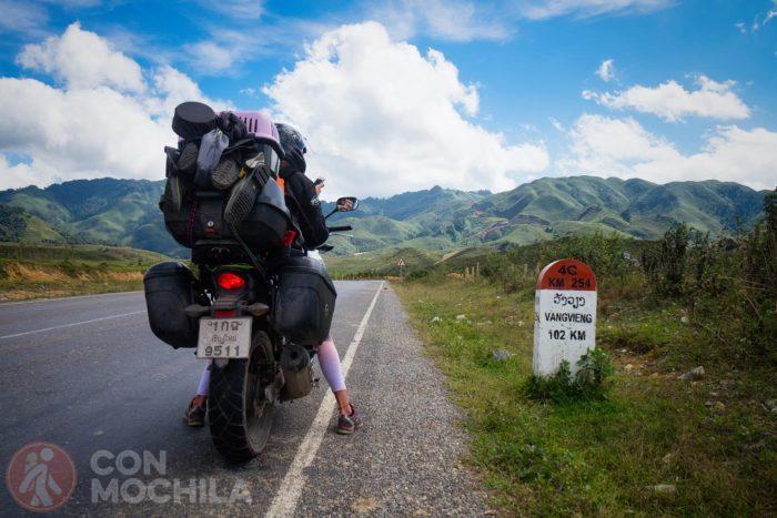 En moto por Laos