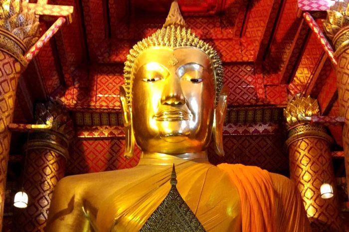 Buda oro gigante Tailandia