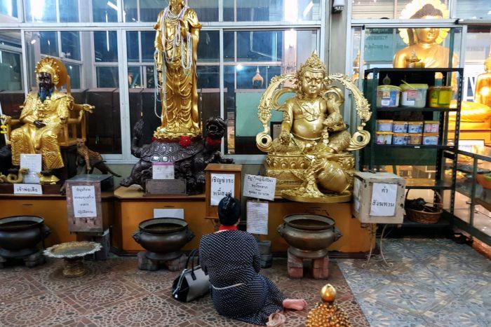 Estatuas templo budista