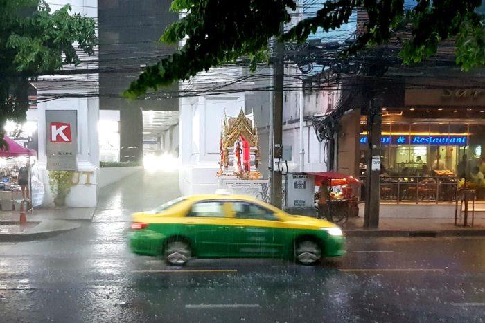 Taxi en Bangkok lluvia