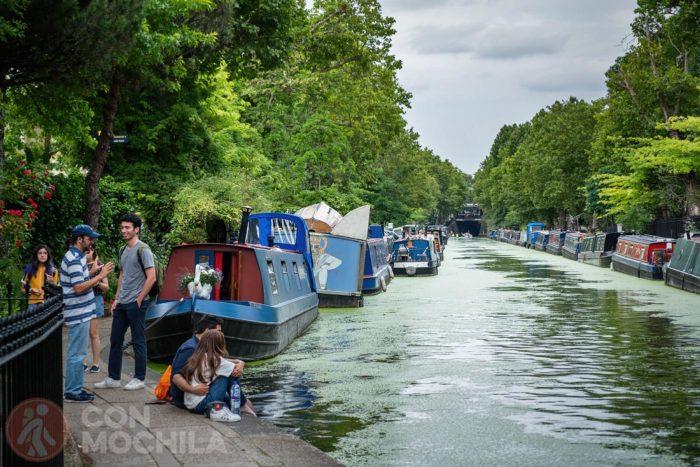 El canal con barcas a dos bandas