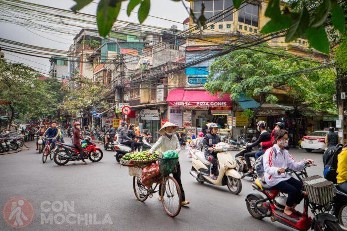 El tráfico en old quarter de Hanoi