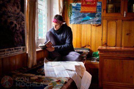 Escribiendo en el diario de viaje, durante el Pickey Peak trek