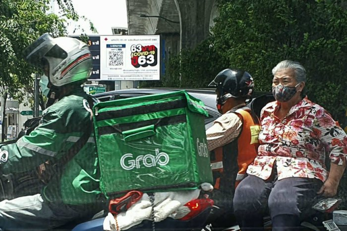 abuela covid19 Tailandia moto